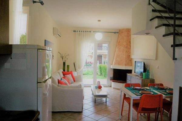 Seacoast House, holiday rental in Metamorfosi