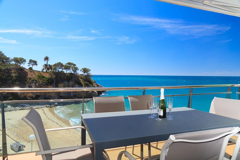 Espectacular Vista Mar · AA/CC · Piscina · Parking · UHC ARINSAL 304, vacation rental in Tarragona