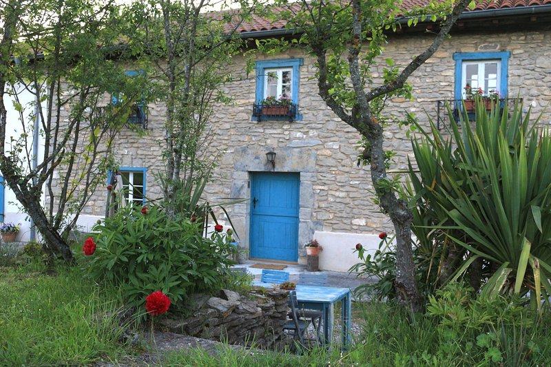 Ulle Gorri.  Basque Farmhouse / Casa Rural, alquiler de vacaciones en Manurga