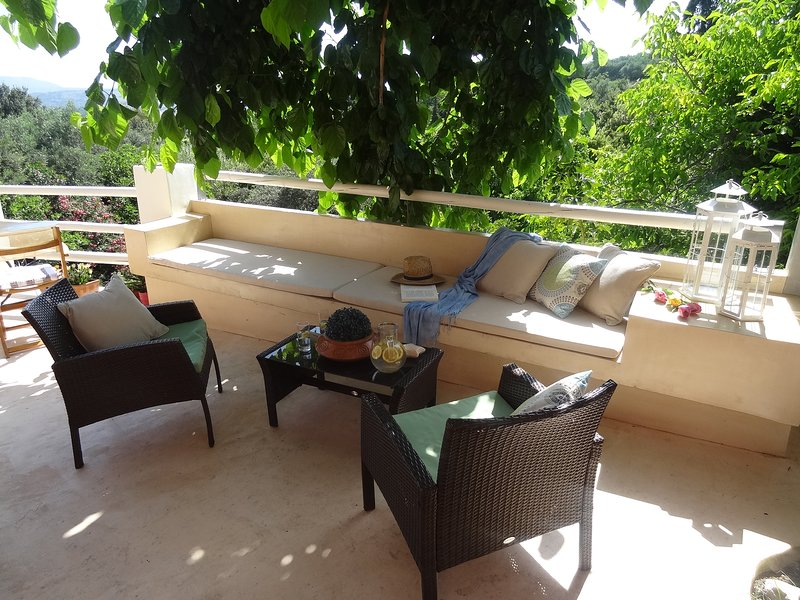 A COZY HOLIDAY HOUSE 4BR/ 3BATH - PRIVATE POOL, vacation rental in Pemonia