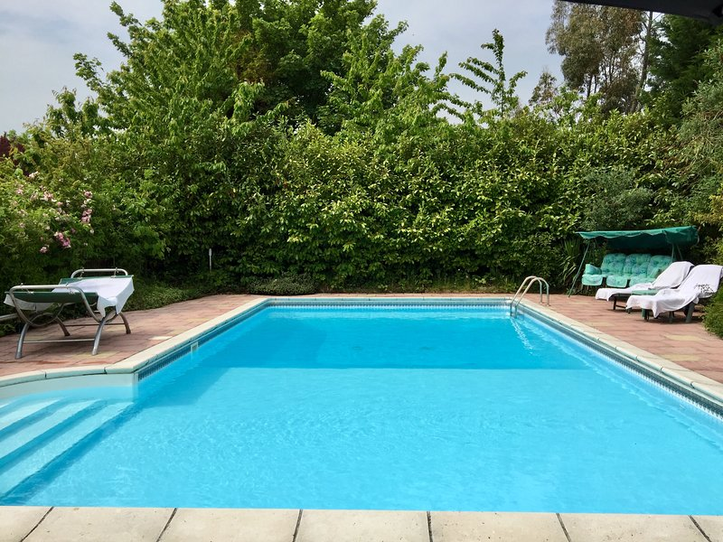 Lincolnshire Paradise With Heated Swimming Pool. POOL OPEN APRIL TO SEPT. ONLY, holiday rental in Louth