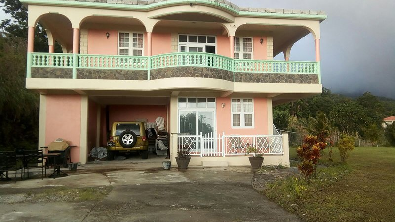 Rainbow Hill Villa - 3 Bedroom/2 Bathroom, holiday rental in Soufriere