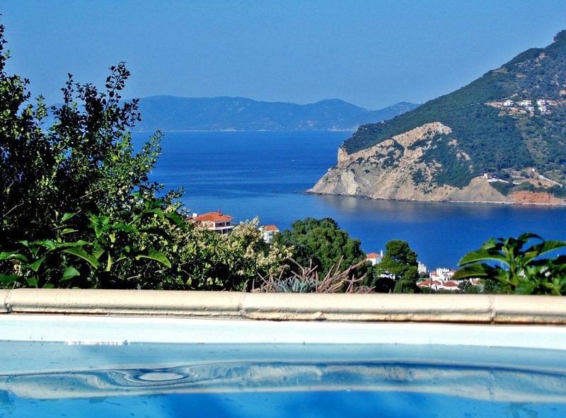 Skopelos Romantic Cottage with Private Pool & Sea View, location de vacances à Ville de Skopelos