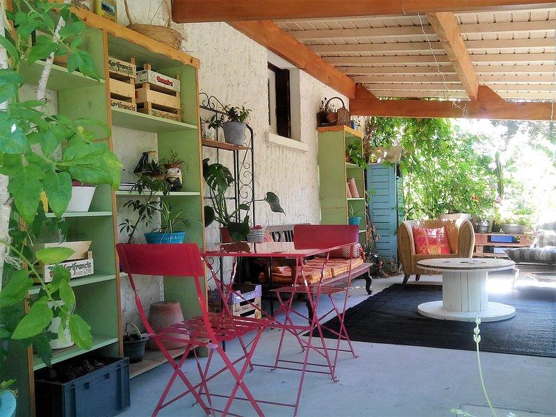 Studio Poitiers Futuroscope Confortable &Son Préau Chaleureux,Cadre Paisible, vacation rental in Chauvigny