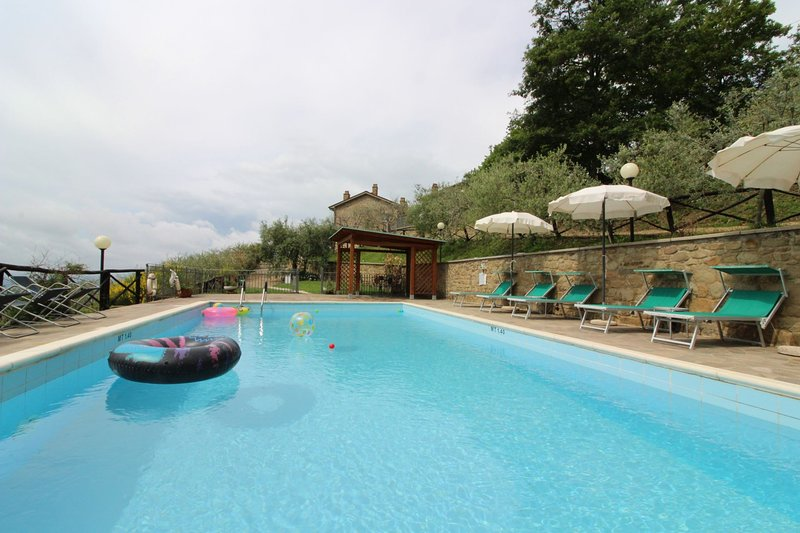 Casa Rossi Villa Sleeps 10 with Pool - 5490463, holiday rental in Bagnena