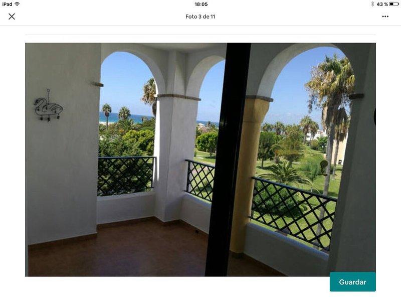 Apartamento Atlanterra Playa, 1 Linea con vistas, holiday rental in Bolonia