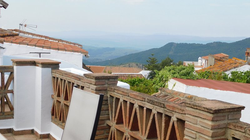 Charming Townhouse with indoor pool, location de vacances à Jimena de la Frontera
