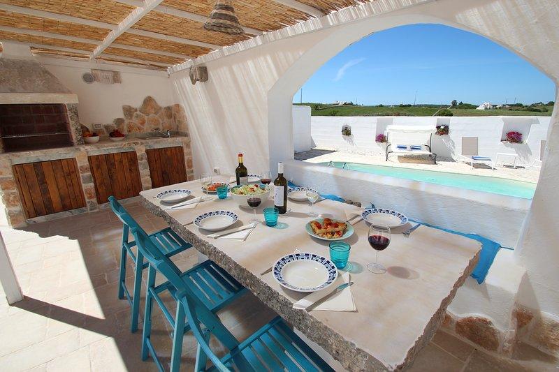 Trullo Il Grano, private pool, romantic,charming, air-con, wifi, holiday rental in Crispiano