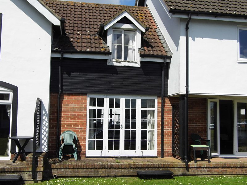 Albion Cottage. una casa de vacaciones de 2 dormitorios con vistas al río Bure