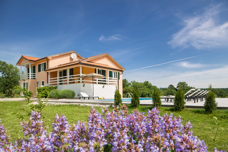 Villa Olea adapted in 2018. Cosy, green, relaxing, location de vacances à Kunj
