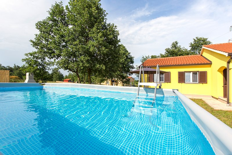 Lovely pool with fenced playground, grill and children's playground