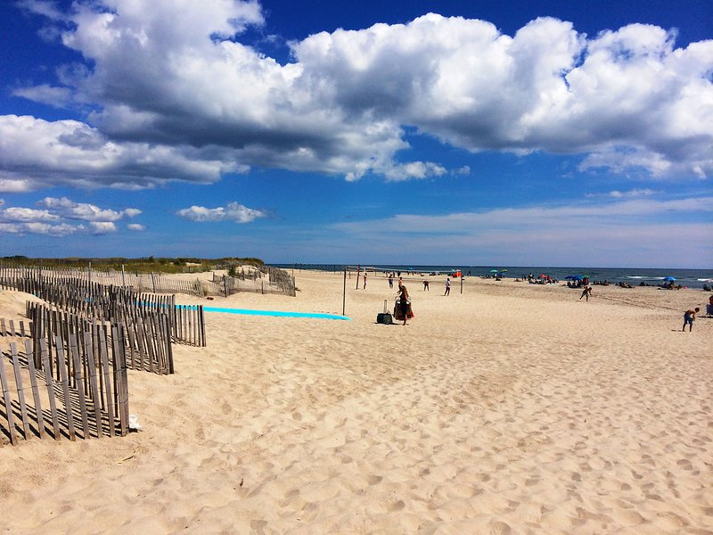 10 minutes drive to the Ponquogue beach