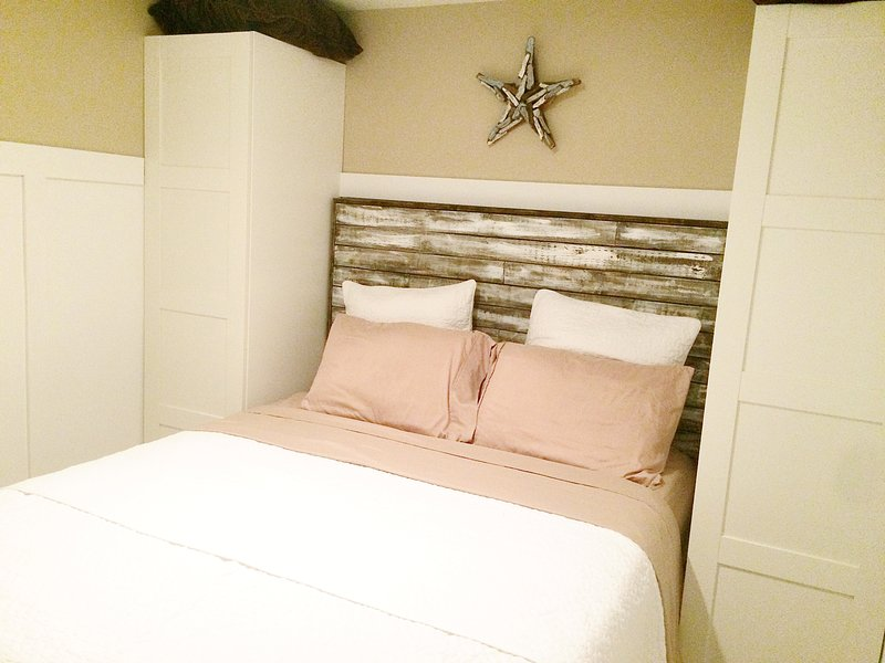 Small 3rd bedroom with queen bed