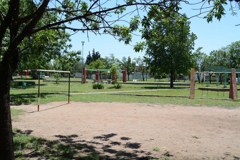 Plaza de los Apóstoles, al frente de la casa