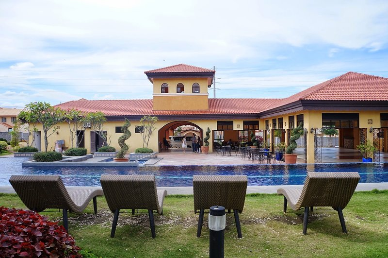 Spacious and Breezy 3BR Home in Vista Alabang Daang Hari Bacoor Cavite, vacation rental in General Trias