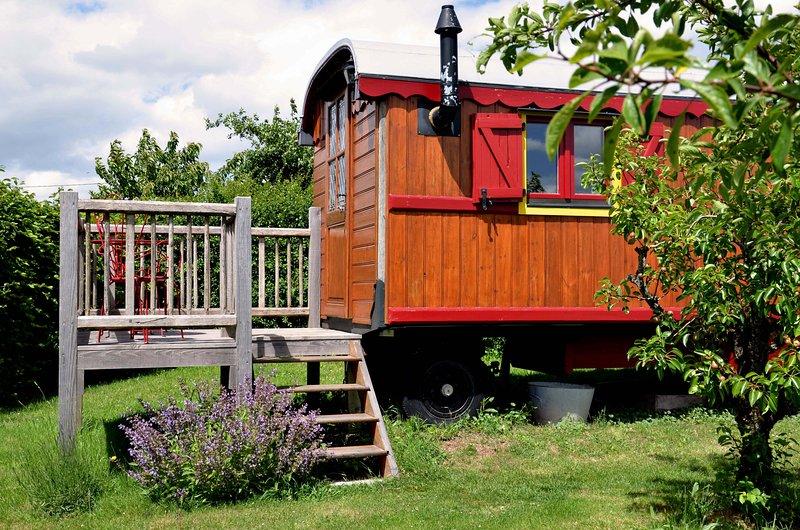 La roulotte de La Fay, holiday rental in Saint-Igny-de-Vers