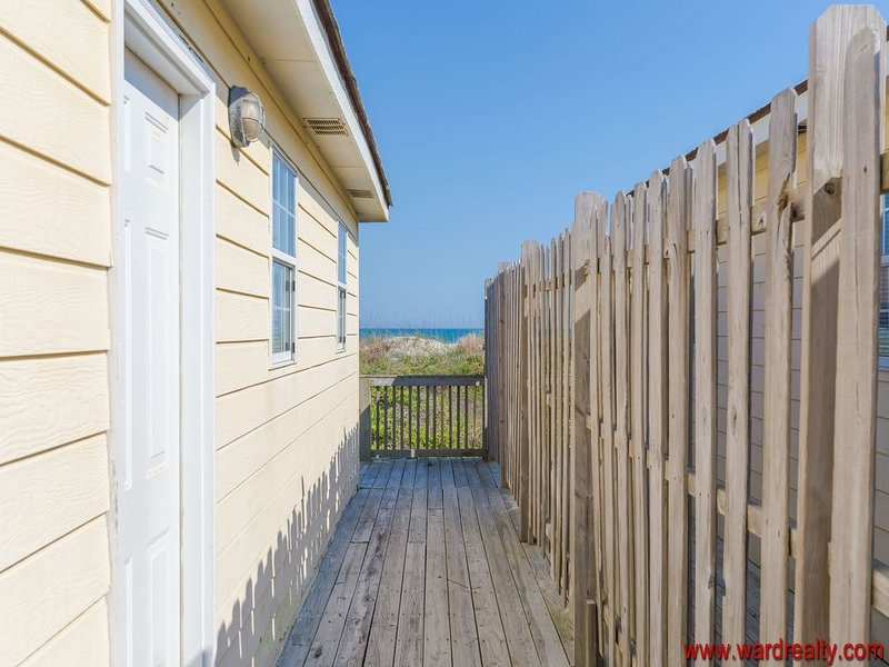 Side Deck with Privacy Fence by Entryway