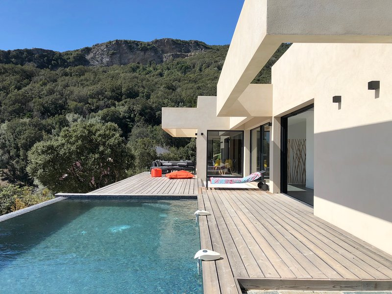 Amazing villa with swimming-pool, holiday rental in Erbalunga