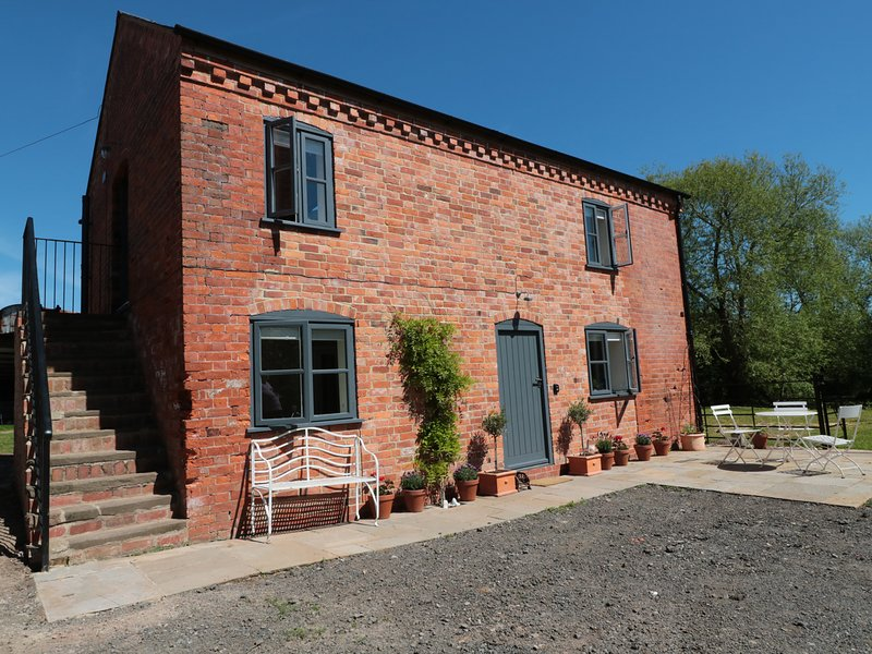 GRANARY 1, converted granary, dog-friendly, open-plan, Ref 974077, vacation rental in Peterchurch