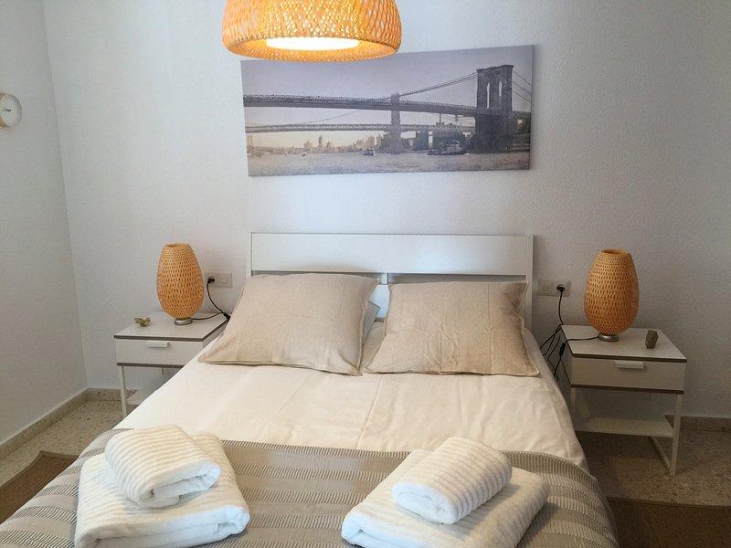 Apartamento Almijara para 3 persona en la plaza de Cómpeta, holiday rental in Archez