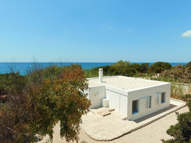 Rifugio private sea access, vacation rental in Torre Vado