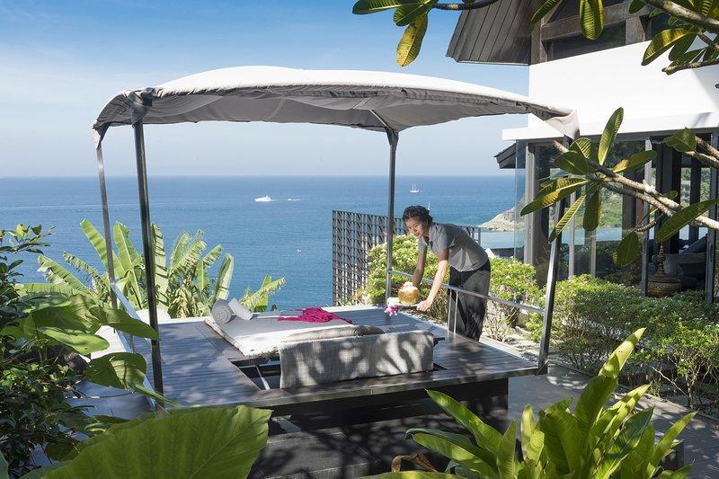 Villa Yin - Luxury 5BR Villa in Kamala, Phuket with Exceptional Chef & Artworks, alquiler de vacaciones en Kamala