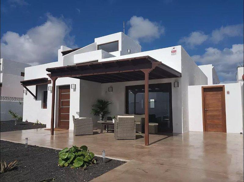 BRAND NEW!!! Playa Honda ** Villa del Rio **, holiday rental in Playa Honda