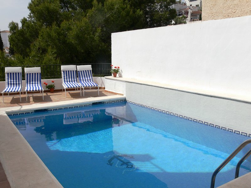 villa with private pool just 200 meters from the Burriana Beach