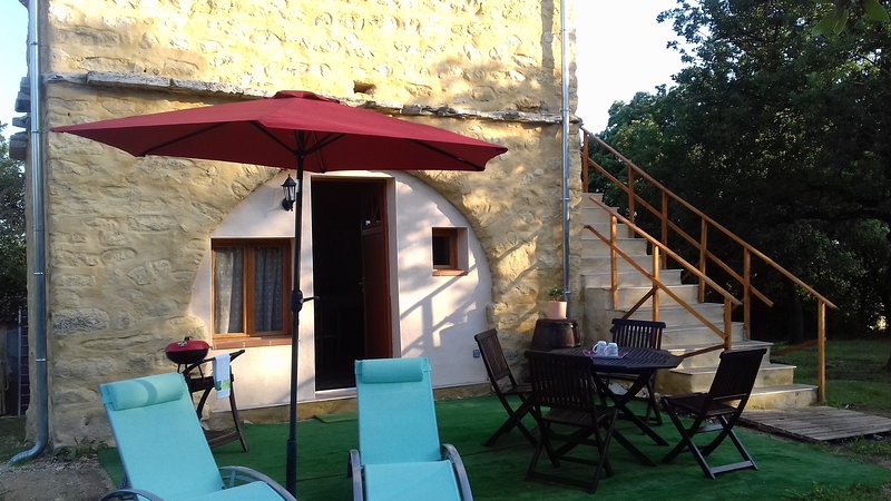 Gite Le Pigeonnier, holiday rental in Meyrannes