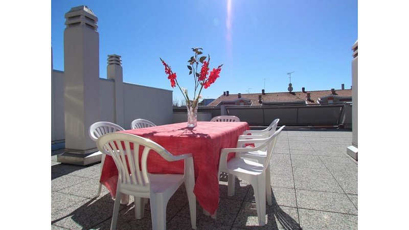 Beautiful penthouse with huge terrace in a great location - Beach Place Included, vacation rental in Bibione