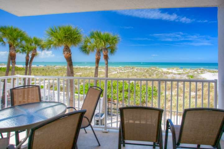Gorgeous Views of the Gulf of Mexico From Your Private Balcony., location de vacances à Madeira Beach