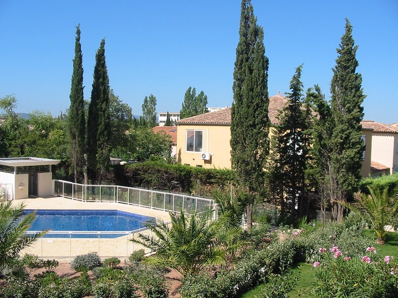 Nice apartment with shared pool, casa vacanza a Frejus Plage