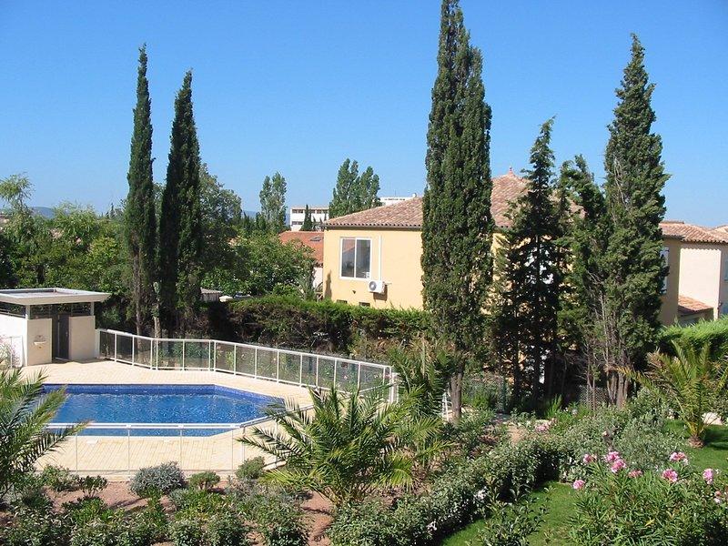 Nice apartment with shared pool, location de vacances à Fréjus-Plage