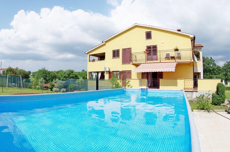 Spacious and modern holiday apartment Rozana, aluguéis de temporada em Barban