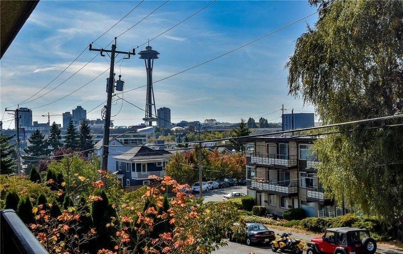 Space Needle y Ciudad vista desde el balcón