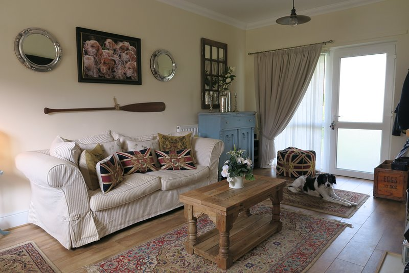 Golden Sands, Old Hunstanton - Dogs very welcome, only 5 mins walk to beach!, holiday rental in Old Hunstanton