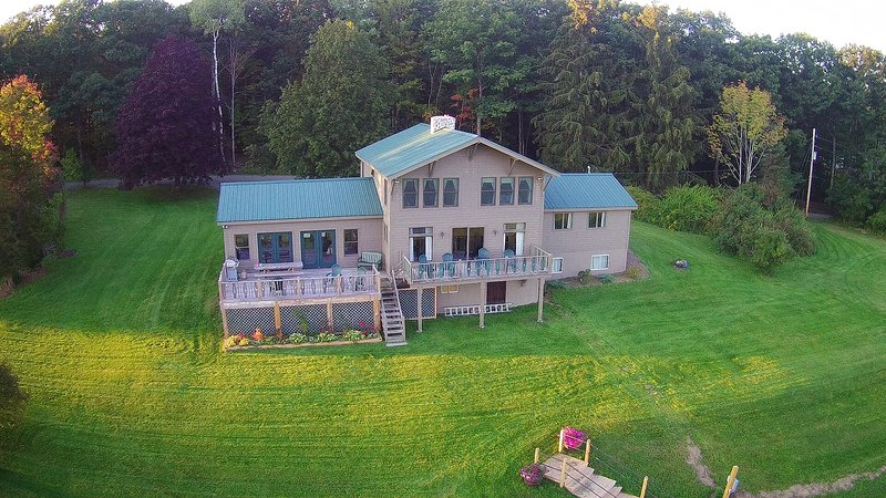 Berkshire Blueberry Lodge LLC - Near Jiminy Peak, holiday rental in Lanesboro