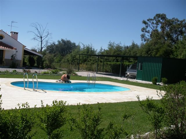 Spacious villa with swimming-pool, vacation rental in Pegoes