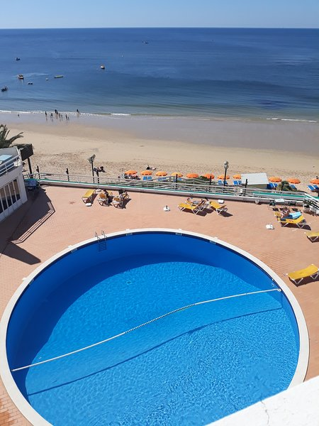 Amazing apt with shared pool & Wifi, vacation rental in Areias de Sao Joao