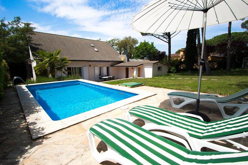 Catalunya Casas: Lovely Villa Llagostera, only 18 km to Costa Brava beaches!, holiday rental in Cassa de la Selva