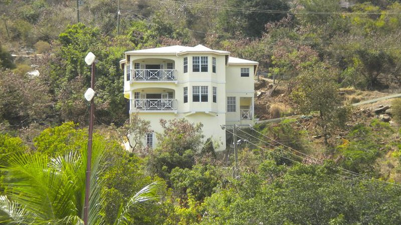 Stand Alone 3 Bedroom/2.5 Bathroom Family House with Great Views of the Sea!, location de vacances à Road Town