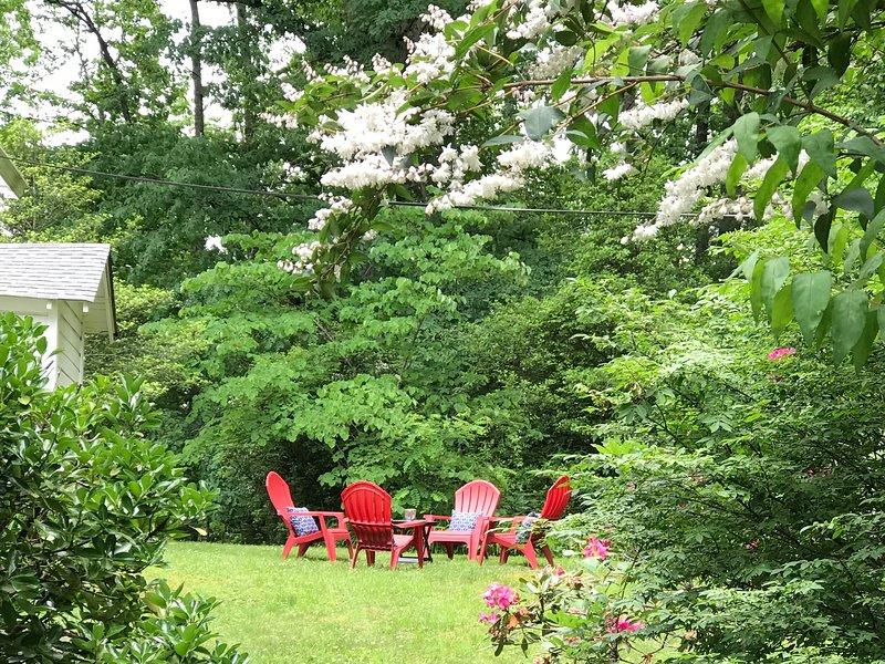 área de jardim privado para se sentar, relaxar e desfrutar do ar livre