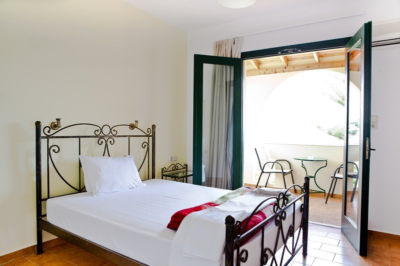 Harma Rooms & Apartments is built on a hill, in the village of Exopoli.