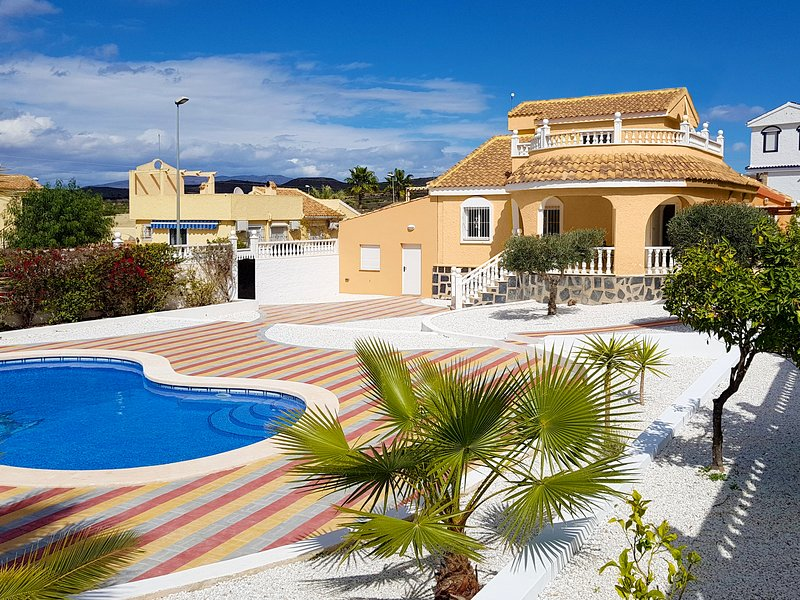 Our cottage with large pool, sunbathing area, garage, roof terrace, etc.