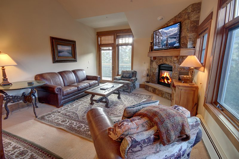 Elegant ski-in ski-out condo at Lone Eagle!
