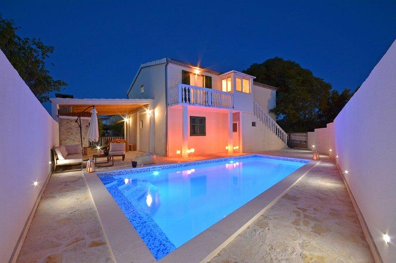 Gustirna Apartment Sleeps 8 with Pool - 5409404, holiday rental in Gustirna