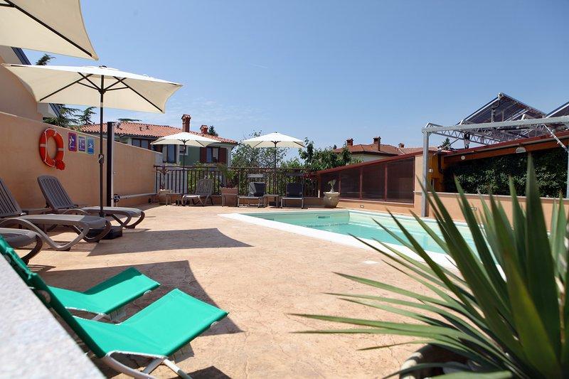 Poolside Holiday Retreat in Portoroz Center JM2, alquiler vacacional en Portoroz