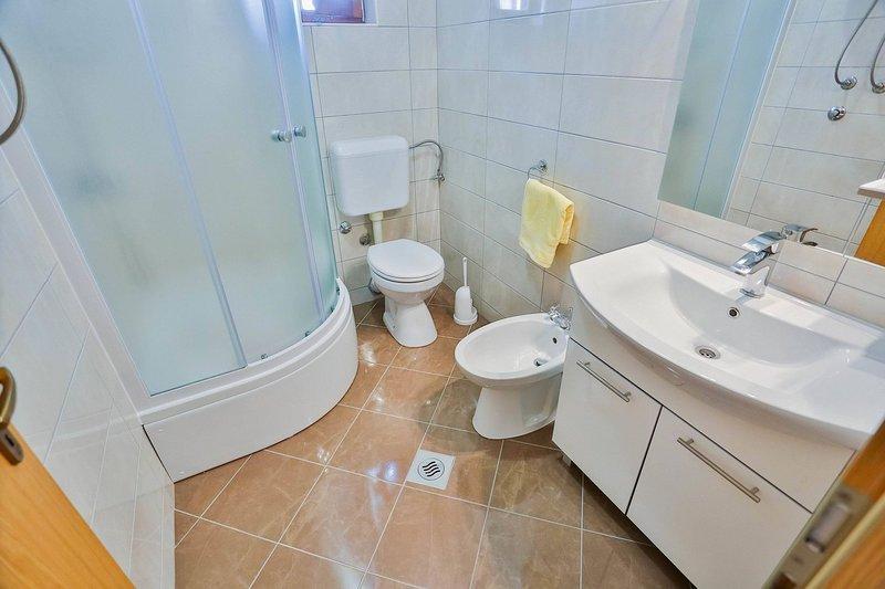 A4 (4): banheiro com vaso sanitário