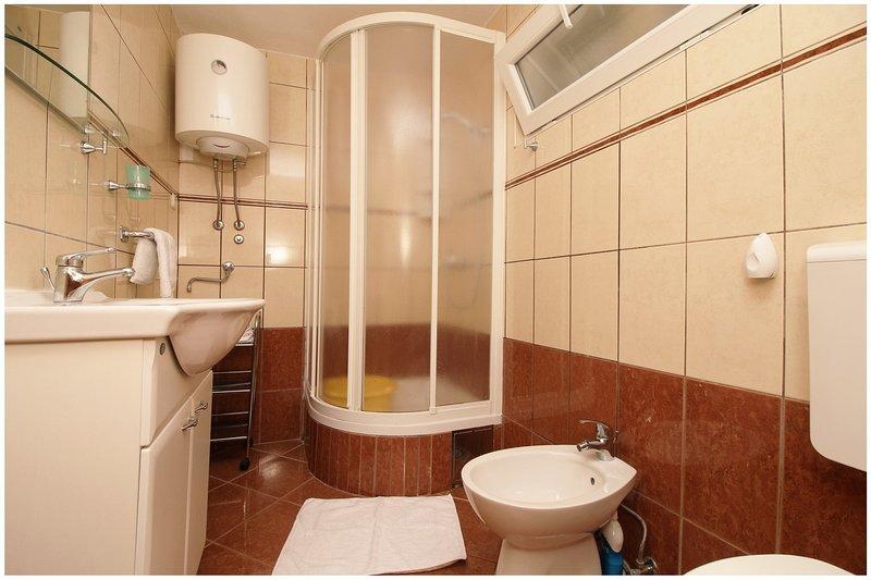 A4 gornji (4 + 1): bagno con wc