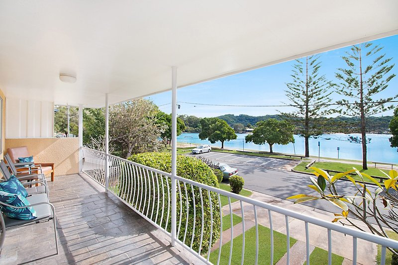 Crystal Waters - Palm Beach Waterfront, vacation rental in Burleigh Waters